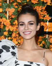 Victoria Justice styled her hair into a high bun for the Veuve Clicquot Polo Classic Los Angeles.