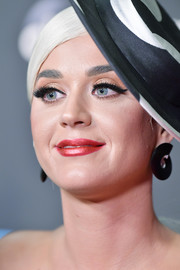 Katy Perry completed her makeup with extra-thick false lashes.