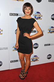 Kellie Pickler chose this boatneck black dress with a wide leather belt for her cool and modern red carpet look.