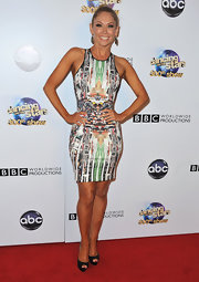 Kym Johnson chose this abstract printed dress for a cool and contemporary red carpet look.