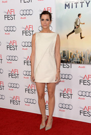 Kristen Wiig went for simple sophistication in a structured white mini dress during the screening of 'The Secret Life of Walter Mitty.'