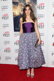 Hailee Steinfeld went for ultra-feminine allure at the 'Homesman' screening in a Monique Lhuiller strapless dress featuring a purple bodice and a voluminous floral brocade skirt.