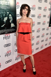 Alison Brie paired her cute frock with black platform pumps by Casadei.