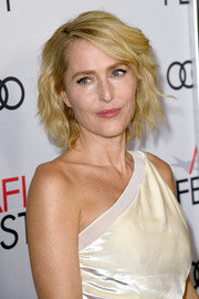 Gillian Anderson kept it breezy with this short wavy 'do at the AFI FEST premiere of 'The Crown.'
