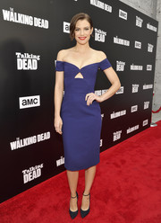 Lauren Cohan was classic and sexy at the Talking Dead Live event in an indigo Prabal Gurung off-the-shoulder dress with a cutout just below her cleavage.