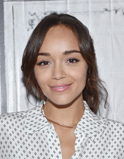 Ashley Madekwe kept it casual yet pretty with this loose ponytail at the AOL Build Speaker Series.