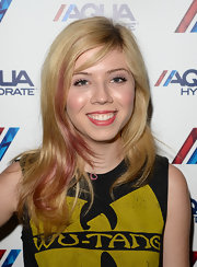 Jennette's choppy shag looked even cooler thanks to a bubblegum pink streak on the side!