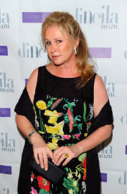 Kathy Hilton accessorized with a simple-yet-chic snakeskin clutch at the Aruba in Style event.