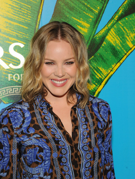 Abbie Cornish Medium Wavy Cut