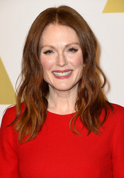 Julianne Moore's hair looked fab in a center part and loosely curled.