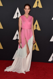 Michelle Monaghan managed to look sweet and oh-so-hot at the same time in a pink, pale-blue, and white J. Mendel chiffon gown with a way-up-to-there slit during the Governors Awards.