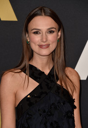 Keira Knightley went for no-frills styling with this straight center-parted 'do at the Governors Awards.