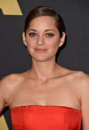Marion Cotillard kept it minimal with this side-parted chignon at the Governors Awards.