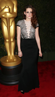 Kristen wore a quietly elegant two-tone gown for the Academy of Motion Picture's Governors Awards.