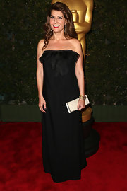 Nia Vardalos looked simply elegant in this loose black strapless gown at the Governors Awards.