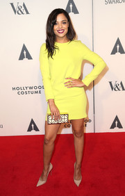 Tessa Thompson teamed her dress with an elegant white and gold geometric-patterned box clutch.