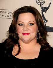 Melissa McCarthy attended in evening with 'Mike & Molly' wearing dramatic pair of false lashes.