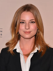 Emily VanCamp kept her look classic and elegant at the evening with 'Revenge' event, where she donned a simple nude lip color.