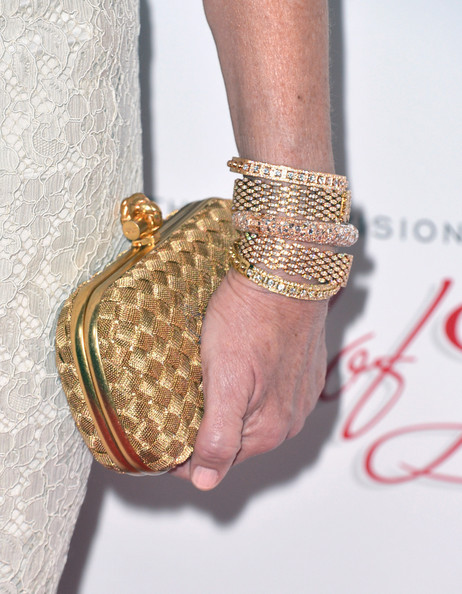 Mary Steenburgen kept her look classic and glamorous with this gold clutch with weave design.