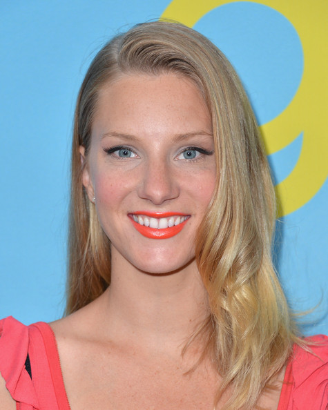 Heather Morris hit the red carpet wearing a vibrant citrus shade of lipstick.