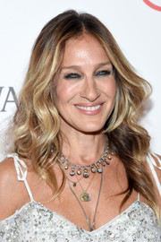 Sarah Jessica Parker styled her hair with boho-glam waves for the 2016 ACE Awards.