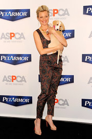 Amy Smart attended the launch of PetArmor Protection Promise wearing a pair of tan peep toe platform pumps.