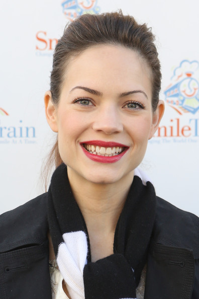 More Pics of Rebecca Herbst Red Lipstick (1 of 30) - Rebecca Herbst Lookbook - StyleBistro