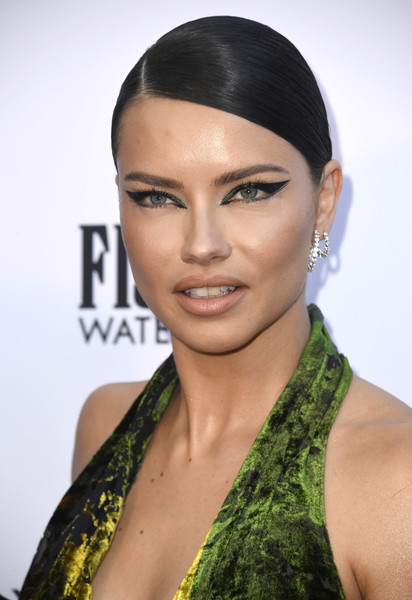 Adriana Lima Cat Eyes [hair,face,eyebrow,lip,hairstyle,skin,beauty,black hair,fashion,eyelash,arrivals,adriana lima,beverly hills hotel,california,daily front row,the daily front row,5th annual fashion los angeles awards]
