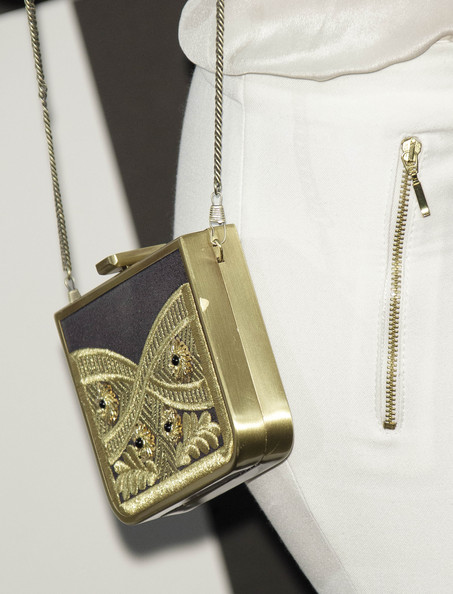 Adriana Ugarte Chain Strap Bag [cinema,fashion accessory,locket,bag,chain,fashion,jewellery,handbag,pendant,necklace,material property,sony xperia z,premier,adriana ugarte,madrid,callao,spain,sony mobile gala,spot premiere]