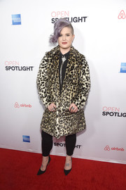 Kelly Osbourne made a bold statement with this leopard-print fur coat at the Airbnb Open Spotlight event.