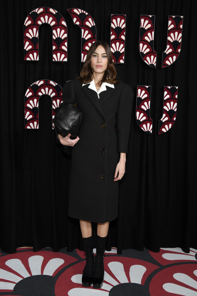 Alexa Chung Platform Pumps [interior design,formal wear,alexa chung,miu miu,part,paris,france,paris fashion week womenswear fall,photocall - paris fashion week womenswear fall,litex \u0161aty d\u00e1msk\u00e9 s k\u0159id\u00e9lkov\u00fdm ruk\u00e1vem. 90304901 \u010dern\u00e1 m,fashion,formal wear,suit,little black dress,clothing,uniform,stx it20 risk.5rv nr eo,outerwear,dress]