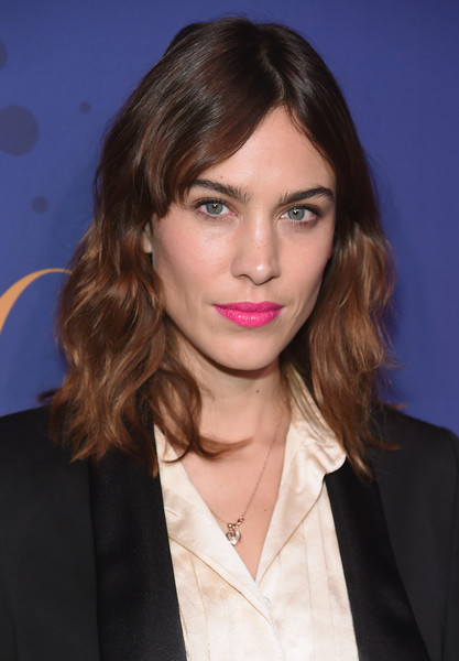 Medium wavy cut with bangs lookbook stylebistro alexa chung medium wavy cut with bangs urmus Gallery