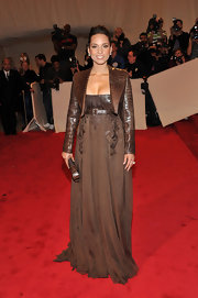 Alicia Keys walked the red carpet at the 2011 Met Gala in a brown embroidered gown that was cinched at the waist with a crocodile belt. The singer paired her look with a matching bolero coat.
