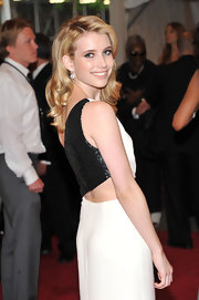Emma simply sparkled at the 2011 Met Gala in a pair of 4.0 carat old mine  cut diamond drop earrings.