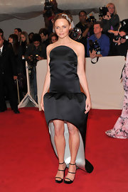 Stella McCartney stepped out onto the red carpet of the 2011 Met Gala in black satin triple strap platforms.