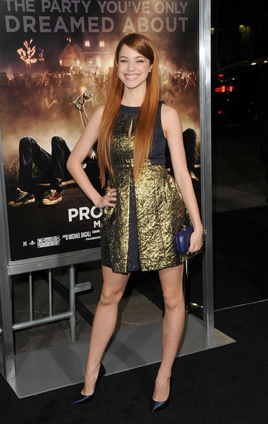 Alexis Knapp Clothes