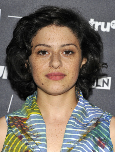Alia Shawkat Curled Out Bob [hair,face,hairstyle,eyebrow,chin,forehead,black hair,feathered hair,alia shawkat,beverly hills,california,the beverly hilton hotel,search party,tca turner summer press tour 2016 presentation]