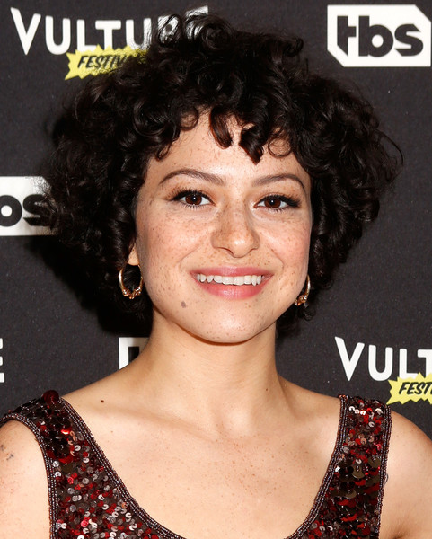 Alia Shawkat Short Curls [hair,hairstyle,face,eyebrow,chin,black hair,ringlet,long hair,smile,feathered hair,new york city,crosby street hotel,vulture festival - tbs screening of search party,tbs screening of search party,alia shawkat]