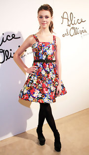 Nicola Peltz looked so ladylike in a colorful floral dress at the Alice and Olivia fashion show.