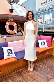 Katie Holmes looked effortlessly chic in a white halter dress by Alice + Olivia during the brand's Spring 2019 show.