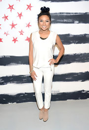 Jeannie Mai sported a simple yet sophisticated all-white outfit, consisting of a tank and a pair of skinnies, at the Alice + Olivia fashion show.