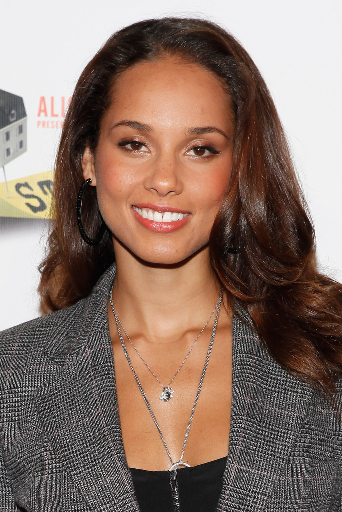 Alicia Keys Long Wavy Cut Alicia Keys Looks Stylebistro