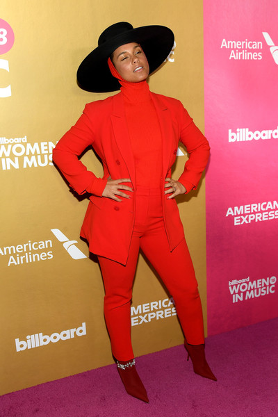 Alicia Keys Pantsuit [red,clothing,red carpet,pantsuit,carpet,suit,fashion model,flooring,formal wear,style,billboard women in music 2018,arrivals,new york city,alicia keys]