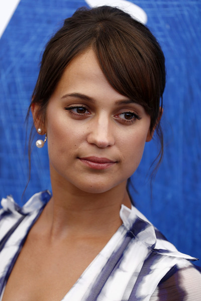 Alicia Vikander Dangling Pearl Earrings