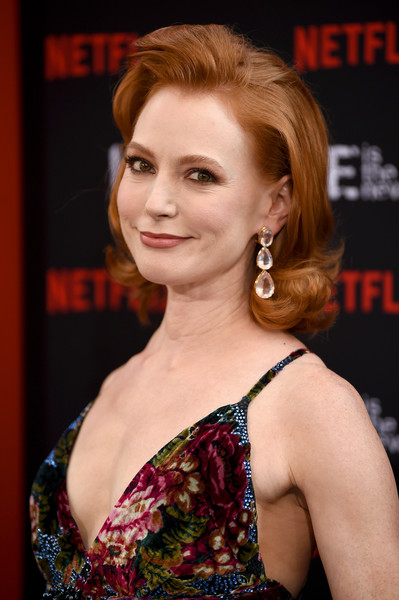 Alicia Witt Flip [orange is the new black,hair,face,hairstyle,beauty,eyebrow,premiere,chin,lip,brown hair,dress,alicia witt,new york city,lincoln center,alice tully hall,final season world premiere]