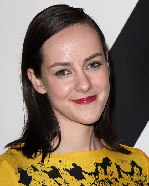 Jena Malone's red lipstick made a lovely contrast to her yellow outfit.