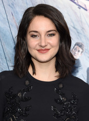 Shailene Woodley sported a simple shoulder-length 'do with subtle waves at the New York premiere of 'Allegiant.'