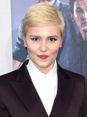 Veronica Roth wore her hair in a textured pixie at the New York premiere of 'Allegiant.'