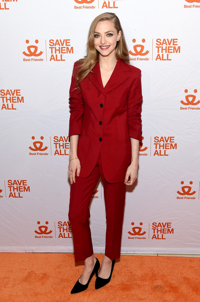 Amanda Seyfried Pumps [suit,clothing,red,pantsuit,formal wear,red carpet,carpet,premiere,outerwear,tuxedo,friends,amanda seyfried,benefit,gustavino,new york city,best friends animal society\u00e2]