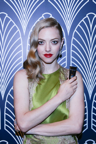 Amanda Seyfried Side Sweep